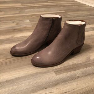 Frye Carson Piping Bootie NWT Graphite Size 8